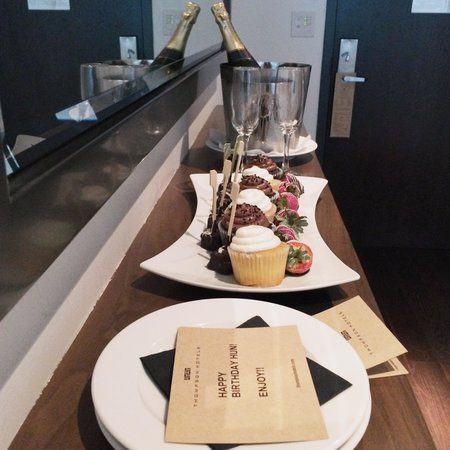 Thompson Toronto - A Thompson Hotel: Freshly baked cupcakes, brownies & chocolate strawberries