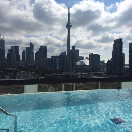 skyline rooftop pool picture of thompson toronto a. Black Bedroom Furniture Sets. Home Design Ideas