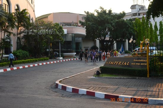The Imperial Mae Ping Hotel : Driveway to Imperial Mae Ping, Chiang Mai, Thailand