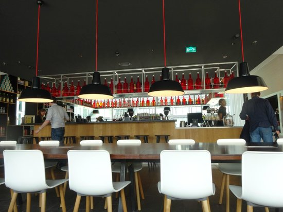 citizenM Rotterdam: Bar