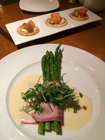 Lavan Restaurant : esparragos ,pasta de remolacha y panqueques de salmon y caviar