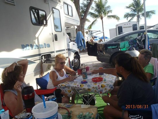Red Coconut RV Park: Playing cards, hanging out.