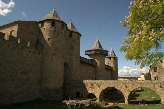 Liste des comtes de Carcassonne : castello