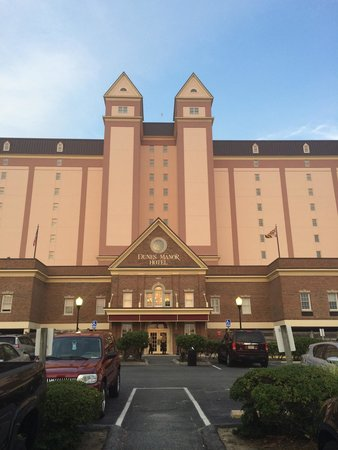 Dunes Manor Hotel & Suites: Front at the grand, royal, elegant Dunes Manor Hotel/Resort....best hotel in OCMD!!