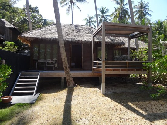 Haadtien Beach Resort: Our Hut (Number 502) i think