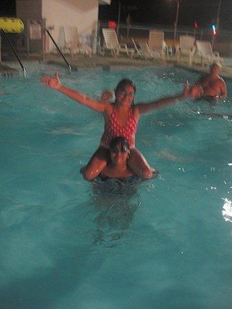 All Star Inn & Suites : enjoying the warm pool