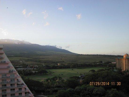 Ka'anapali Beach Club: View facing east towards mountains