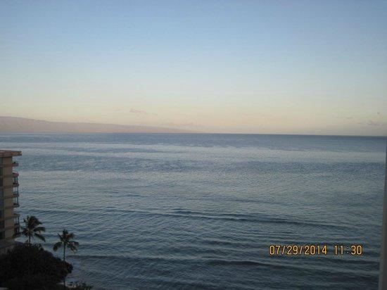 Ka'anapali Beach Club: View facing west towards Lana'i