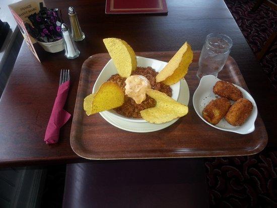 The Wilton Pub & Restaurant: spicy lamb with taco shells