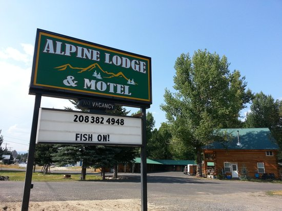 Alpine Lodge and Motel: alpine lodge sign