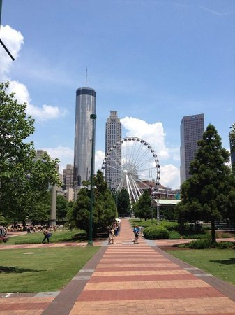 Holiday Inn Express & Suites Atlanta Downtown: Centennial Park - so close!