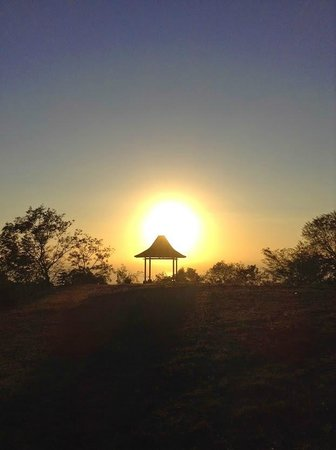 Bluehill Resort Tulamben: Sunrise on the Mountain