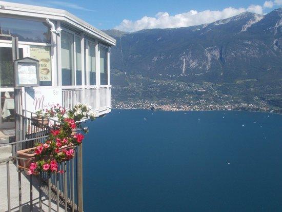La terrazza - Foto di Hotel Ristorante Miralago, Tremosine ...