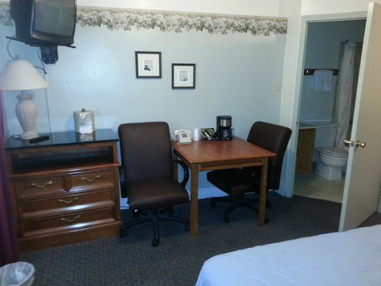 Alpine Lodge and Motel : double room new furniture