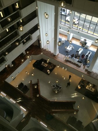 Sheraton Nashville Downtown Hotel: view of the lobby from the elevator