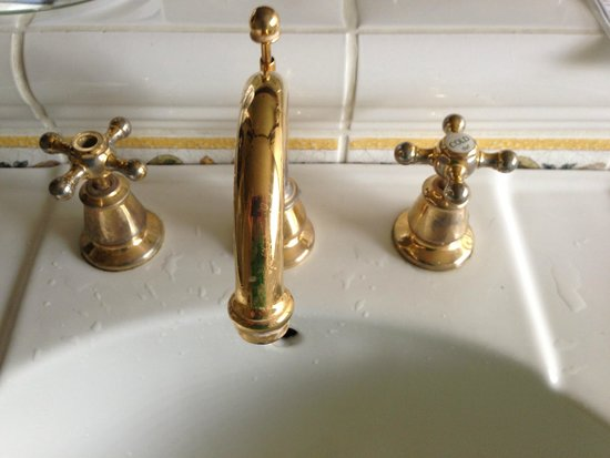 Galiano Oceanfront Inn and Spa: Taps