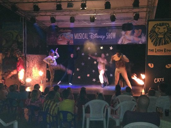 Apartamentos Cala d'Or Playa: Musical Show at hotel
