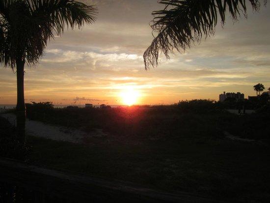 Jimmy B's Beach Bar: Sonnenuntergang beim Abendessen