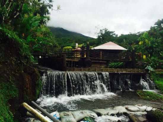 Los Lagos Hotel Spa & Resort: Bridge through the lake