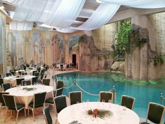 Hilton Sorrento Palace: I tavoli a bordo piscina