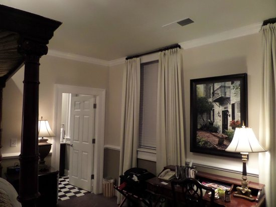 The Vendue Charleston's Art Hotel: Another room shot