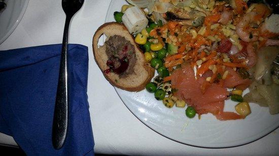 Golden Tulip Vivaldi Hotel: Mixed Food