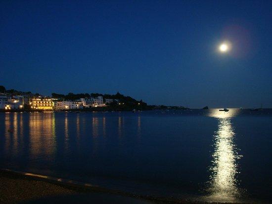 Hotel Playa Sol: Vista Noturna para o Hotel