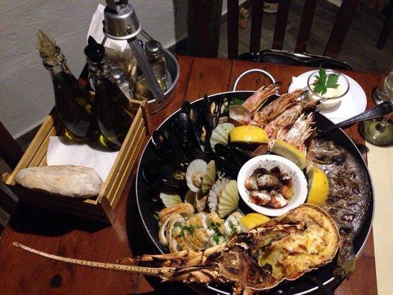 Mourella Restaurant: Mix of seafood, octopus, half lobster, mussels, shells, calamari, fresh fish, prawn... Just won