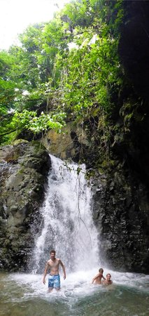Rio Tico Safari Lodge: Waterfall 40-60 minutes through creek