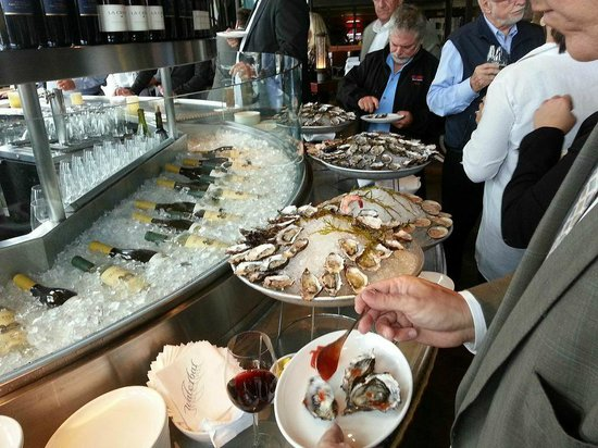 Waterbar : Lots of oysters and shrimp!