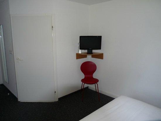 Hotel Quick Palace : Télé
