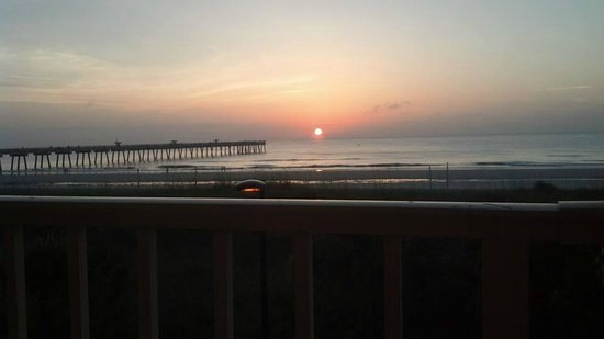 BEST WESTERN Oceanfront: Sunrise from balcony