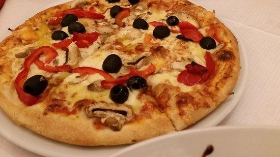 Pizzeria Il Delfino: yummy pizzaaa