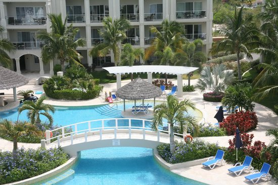 The Atrium Resort: Pool and Resort Grounds