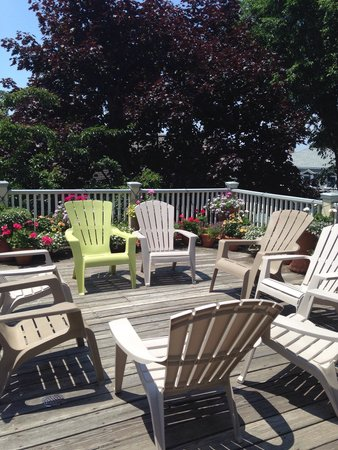 Yankee Peddler Inn: Patio