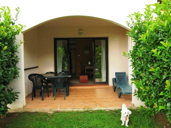 Pierre & Vacances Village Club Bonavista de Bonmont : Almendro 07 (attention pas de haie séparative avec la terrasse du 08 à droite)