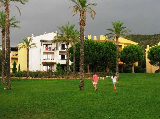 Pierre & Vacances Village Club Bonavista de Bonmont : Almendro (au RdC de gauche à droite appartement 05 à 11)