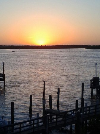 Dockside Inn & Resort : Sunset from room