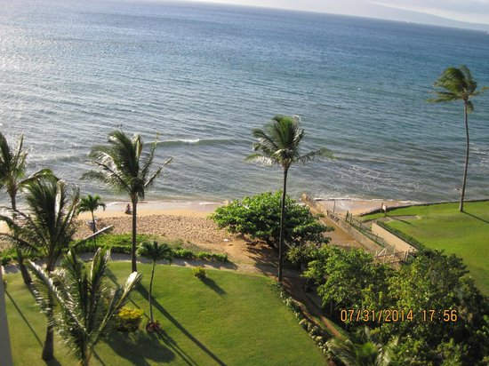 Aston Kaanapali Shores: Partial view of beach