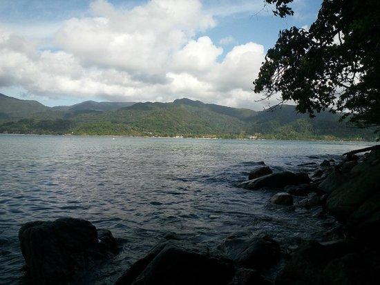 The Chill Resort & Spa, Koh Chang : La côte vue de l'ilôt d'en face