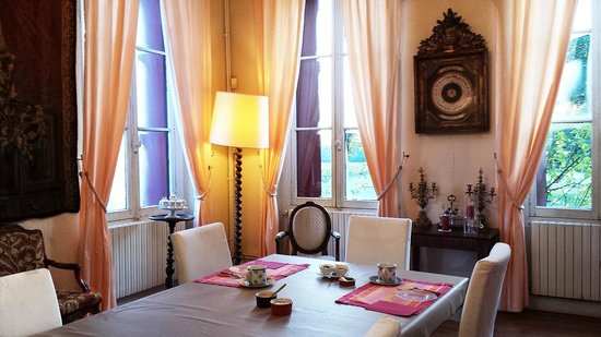 Chateau Lavergne-Dulong - Chambres d'hotes: Hotel breakfast room