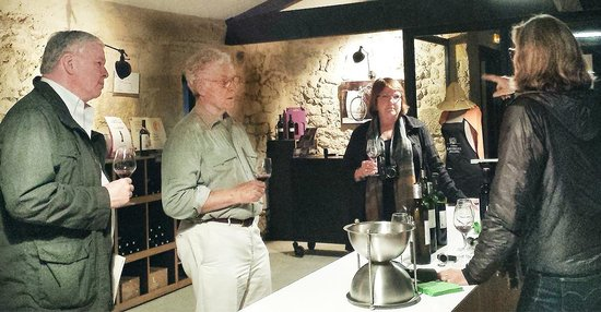 Chateau Lavergne-Dulong - Chambres d'hotes: Wine tasting with Sylvie Dulong, right
