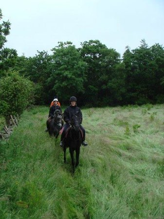 Slieve Aughty Riding Centre: Rain doesn't dampen the spirits, but we were early in the season, end of May/ start of June