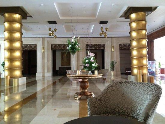 Sunrise Grand Select Arabian Beach Resort: The lobby