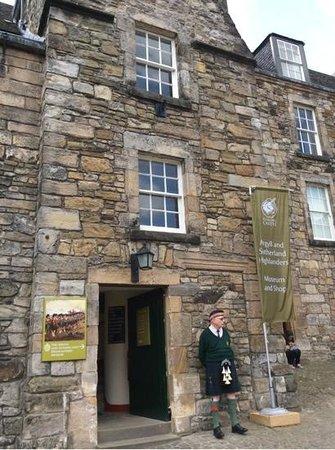 Stirling Castle: Kilt Man in Front of Museum