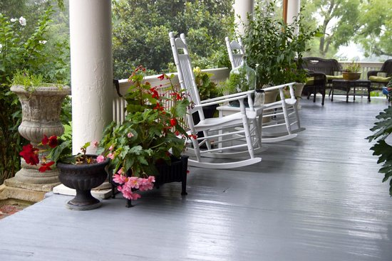The Reynolds Mansion : Beautiful back porch