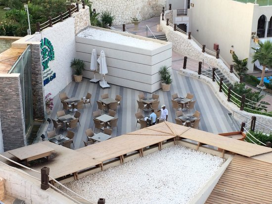 Sunrise Grand Select Arabian Beach Resort: Grill Resturant