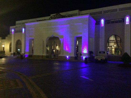 Sunrise Grand Select Arabian Beach Resort: The lobby entrance