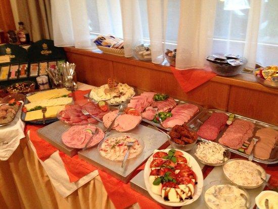 Jedermann Hotel: Breakfast buffet