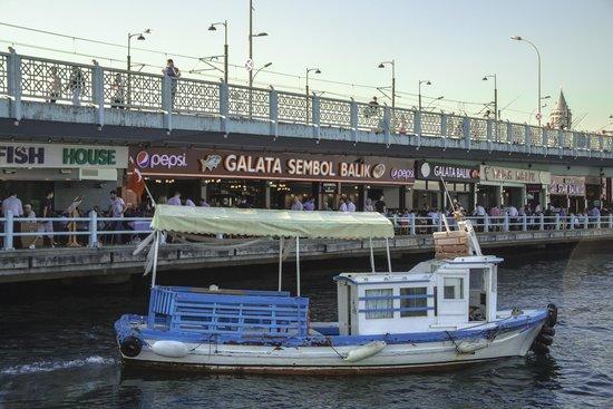 Galata Bridge: Рестораны Галатского моста.